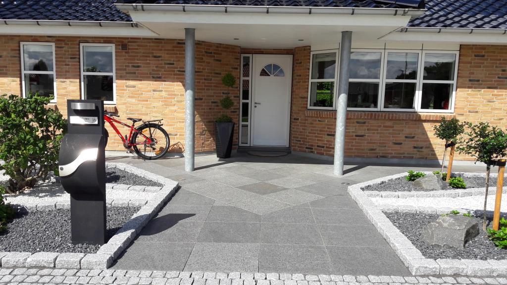 Indgangsparti med granit fliser