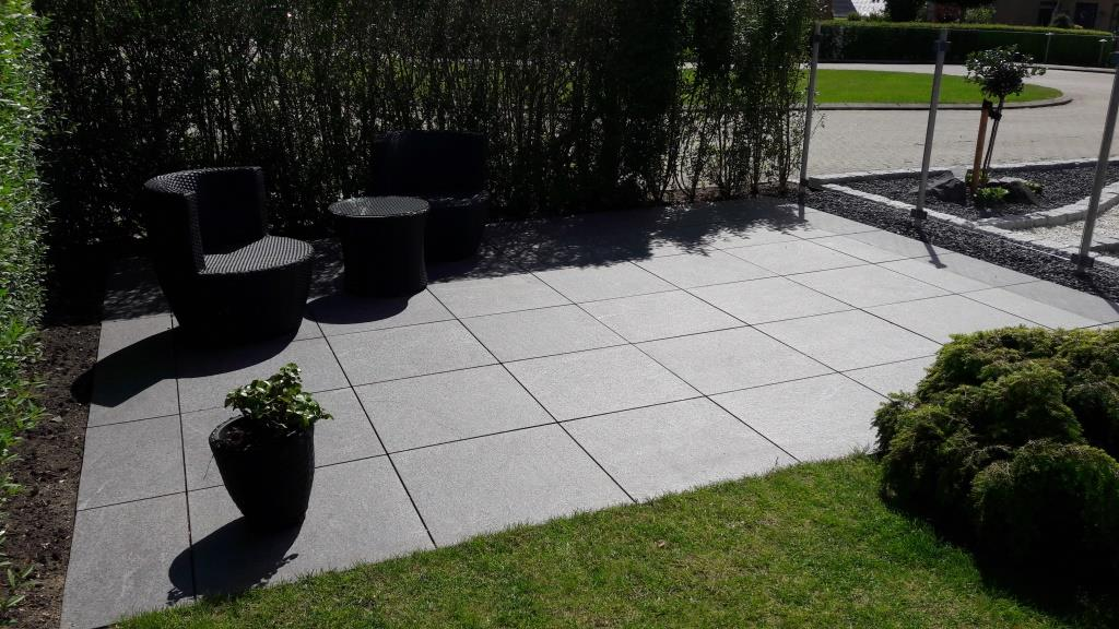 Terrasse med granit fliser