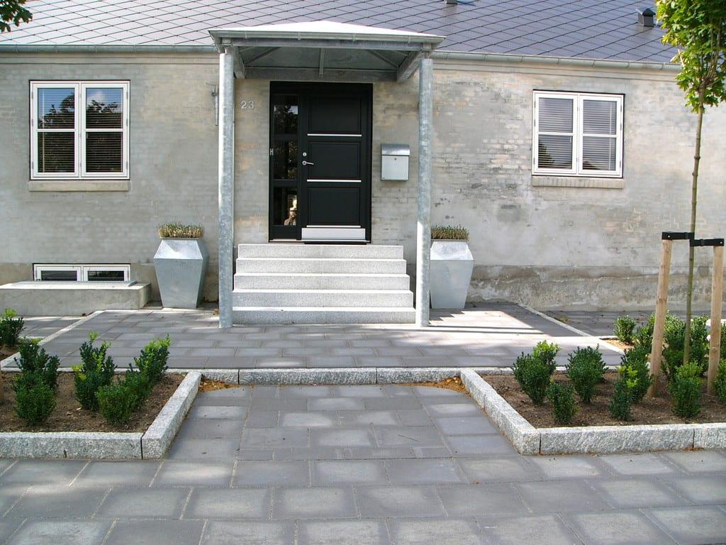 Betonfliser og granit kantsten