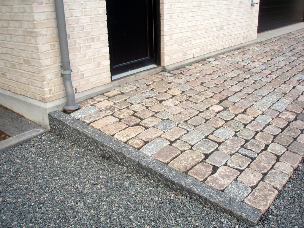 Slidte brosten og granit kantsten