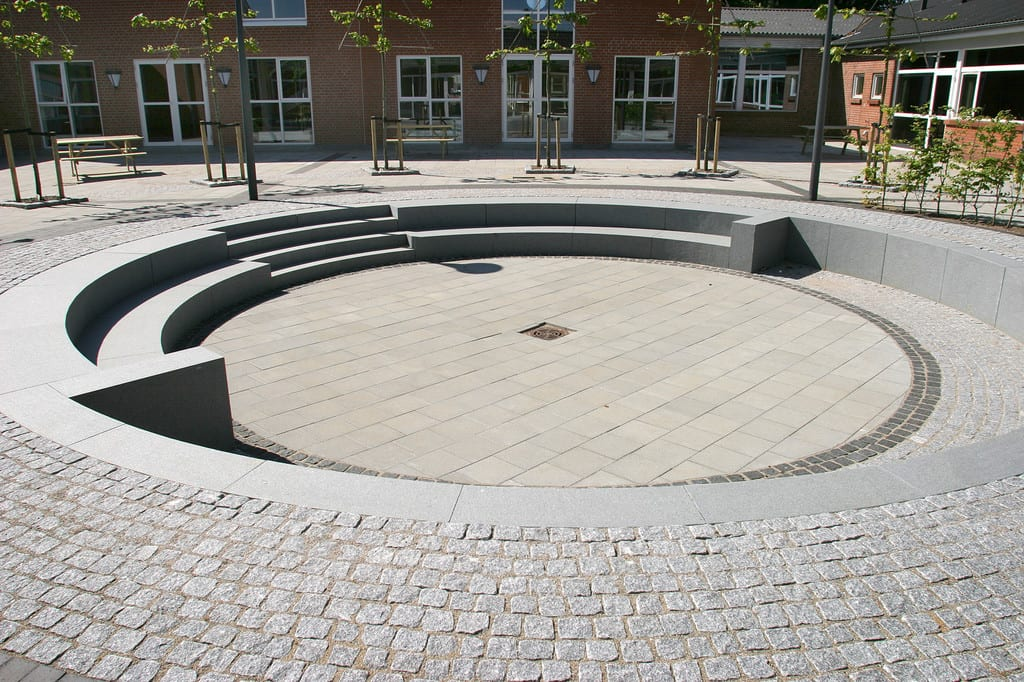 Chaussésten belægning lagt i en cirkel