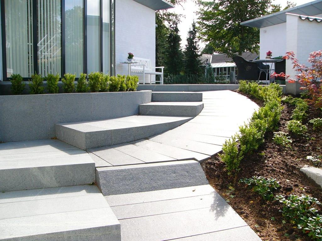 Granit rampe, trappe og mur