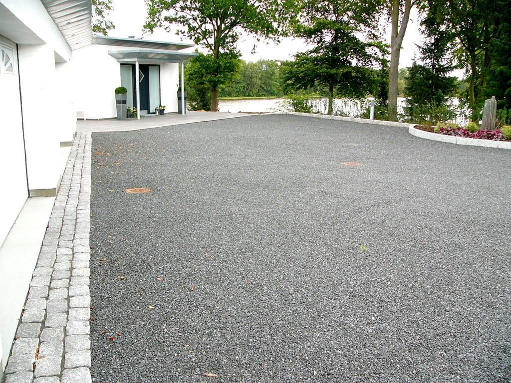 Gårdsplads i granit skærver