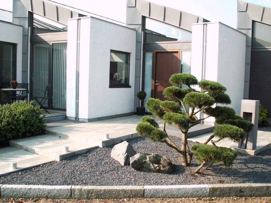 Formklippet træ i granit skærver