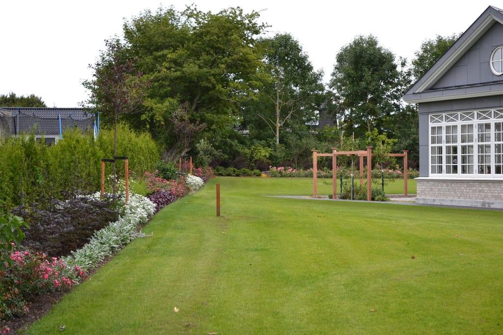 Prydbeplantning og græsplæne