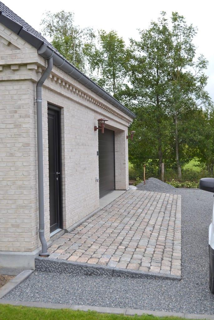Overkørsel med brosten og granit kant