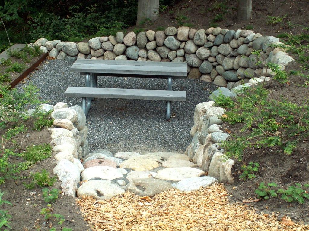 Terrasse med granit skærver og stensætning
