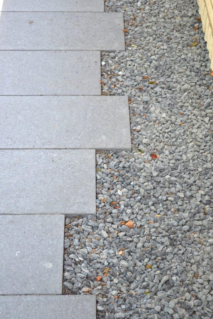 Granit fliser forskudt og granit skærver
