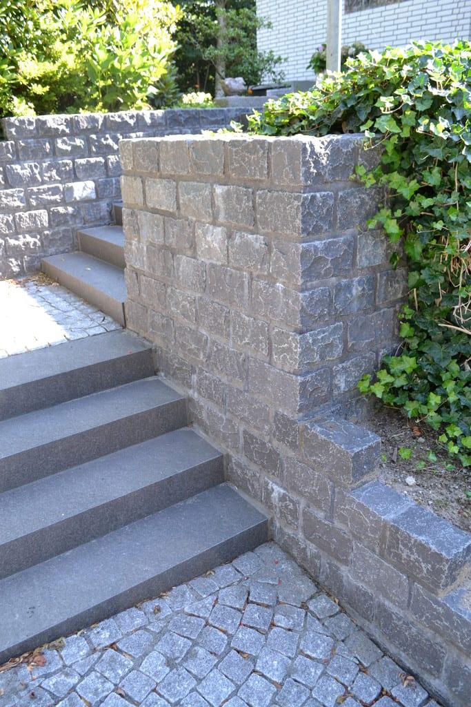 Granit støttemur, chaussésten