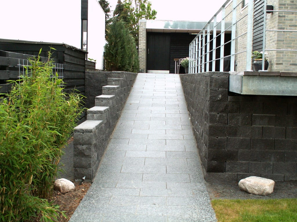 Støttemur med betonelementer