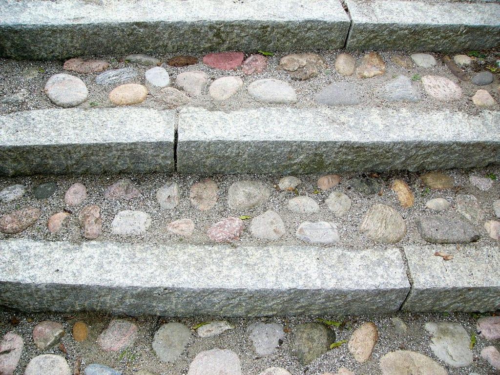 Trappe, granit kantsten og pigsten