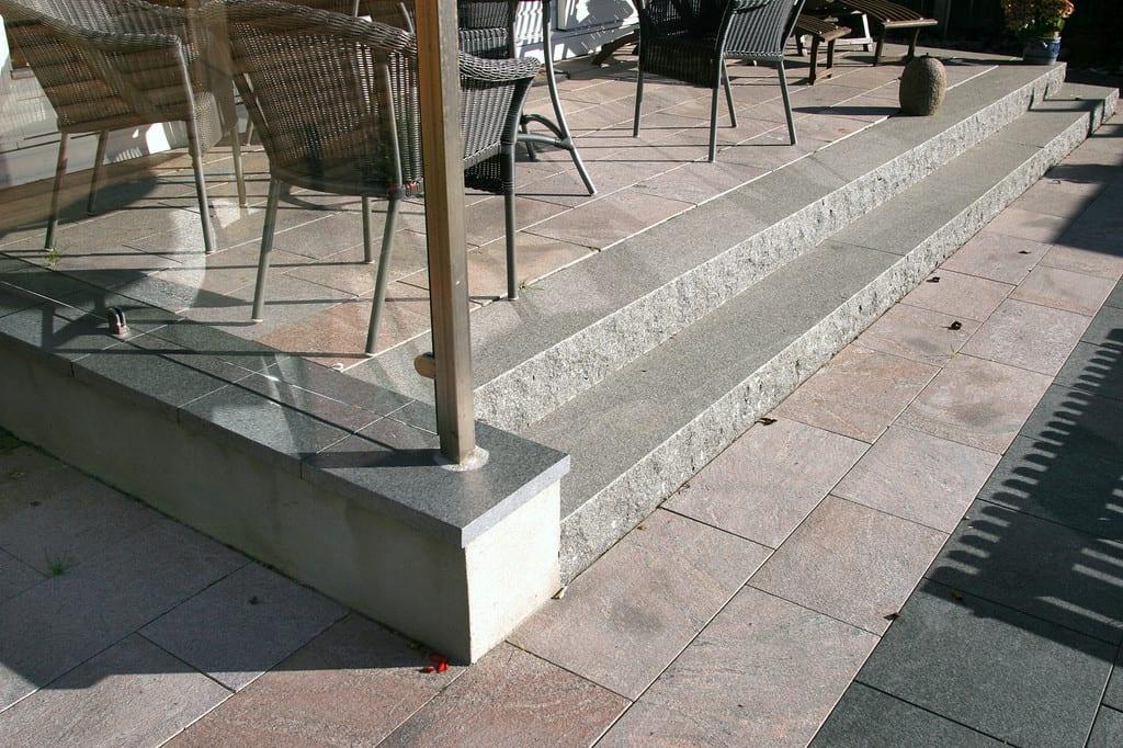 Granit trin, forside stokhugget
