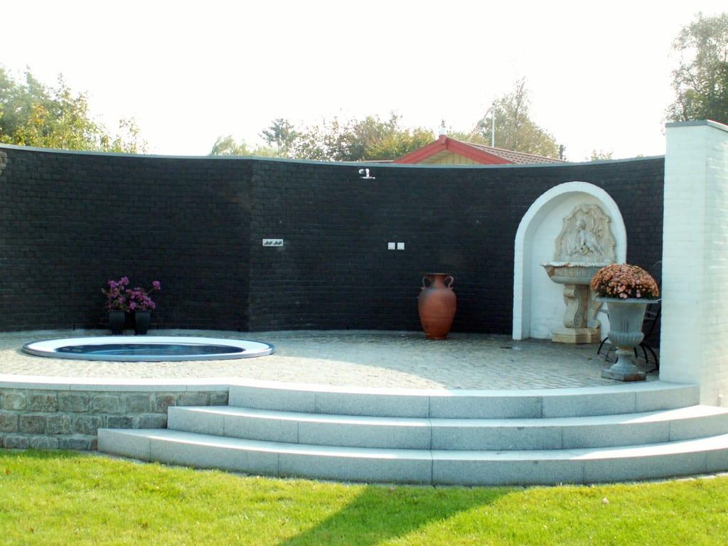 Granit trin, spabad og udendørs bruser