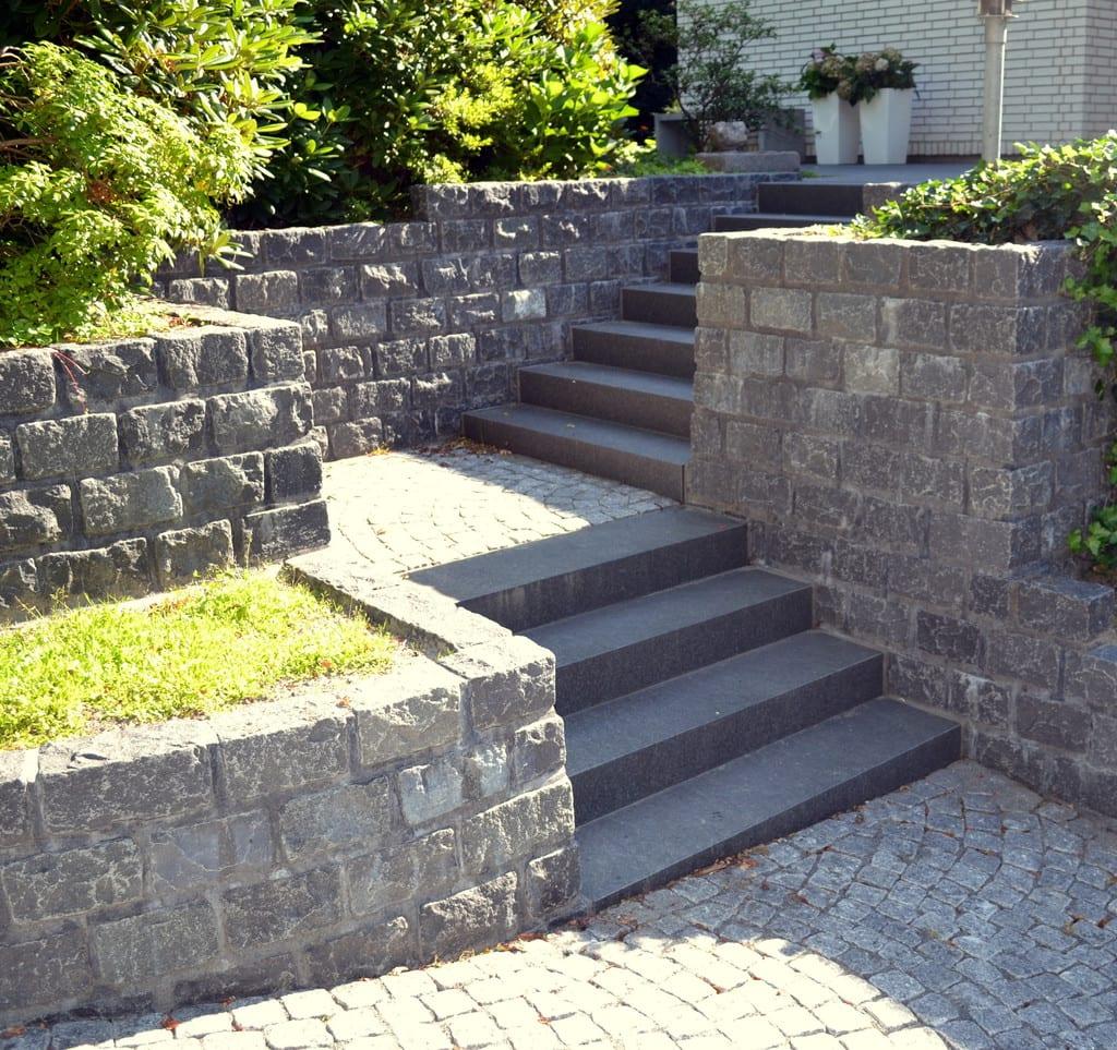 Granit trappe og repos med granit fliser
