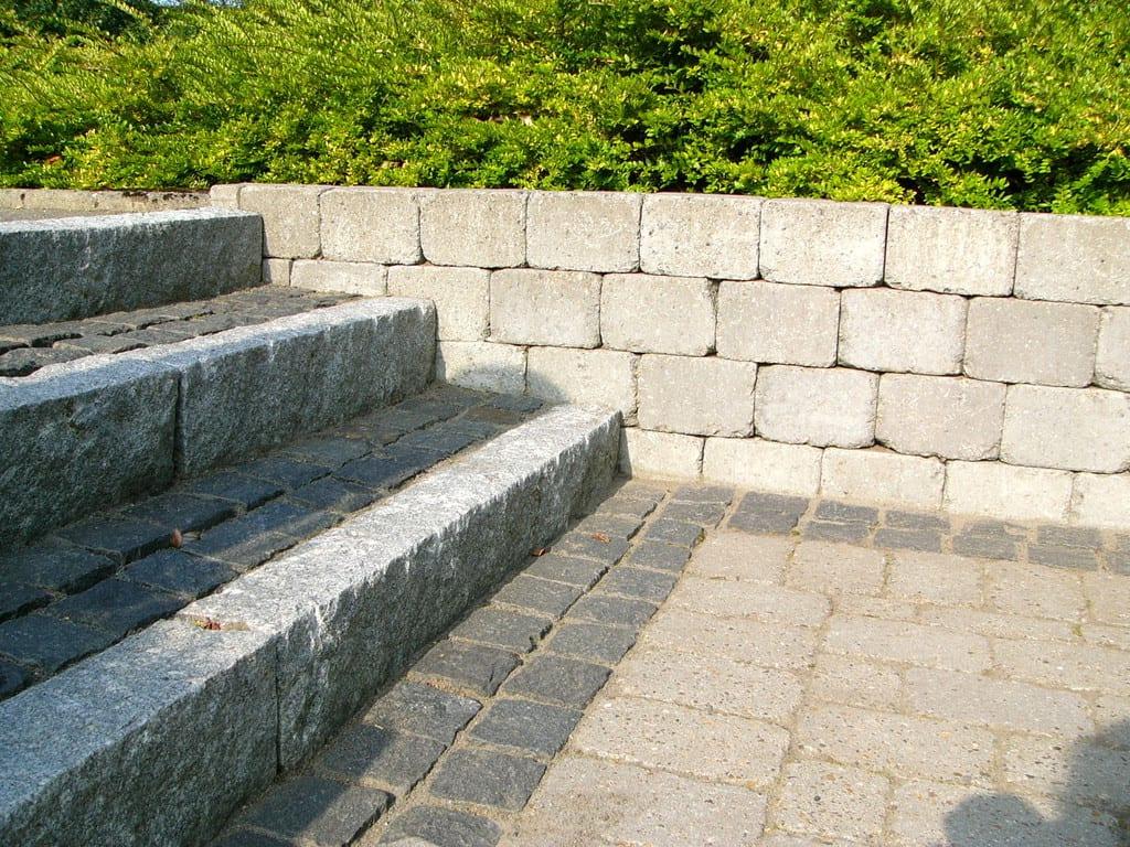 Trappe med granit kantsten og chaussésten