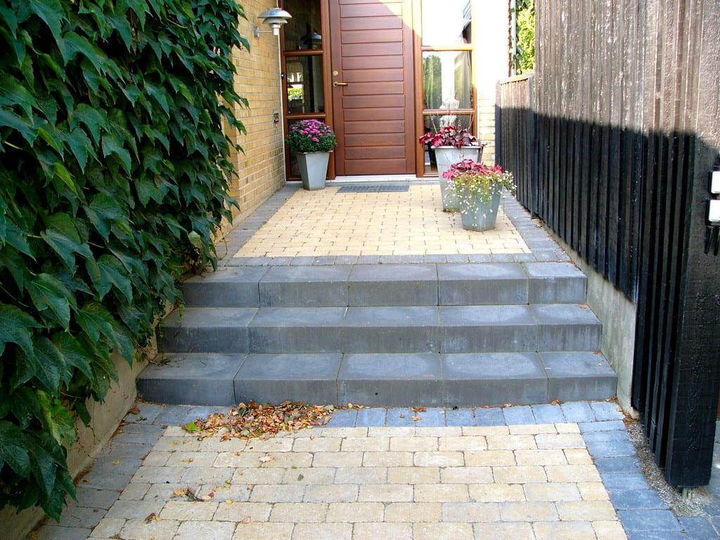 Beton trappe og holmegaard belægningsten