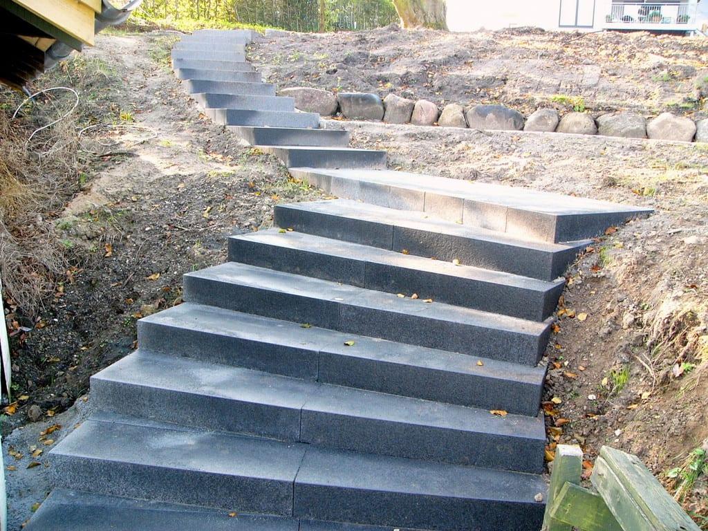 Granit trappe, sort bassalt