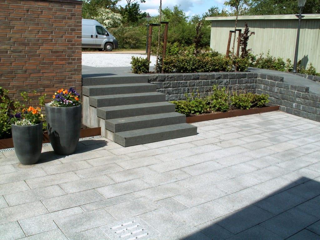 Granit fliser, trin og brostensmur