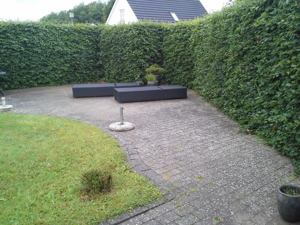 Gammel terrasse med flisepest