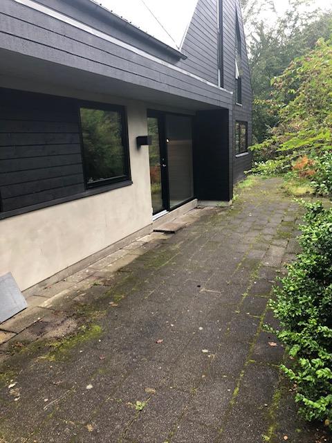 Østsiden, indgangen af huset, FØR